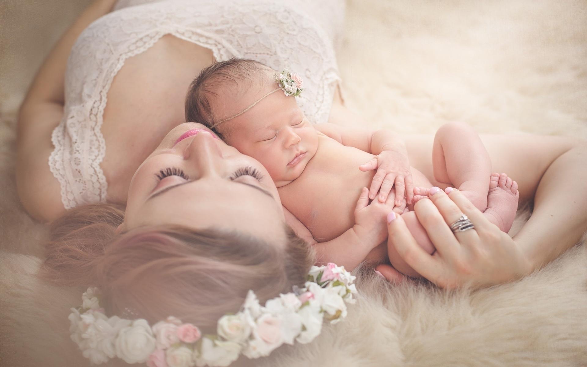 Мама с новорожденным картинка