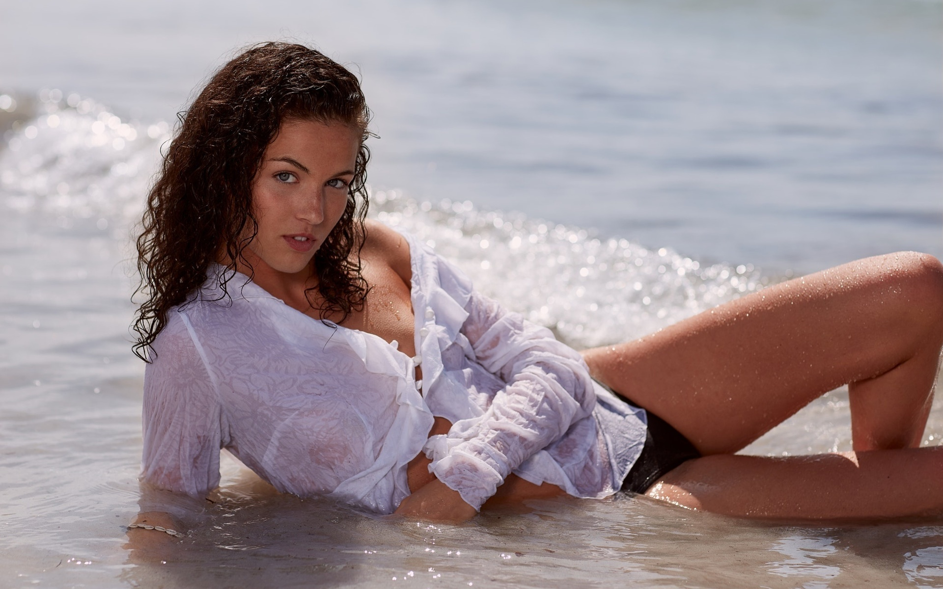 фото девушки в мокрой блузке - 9