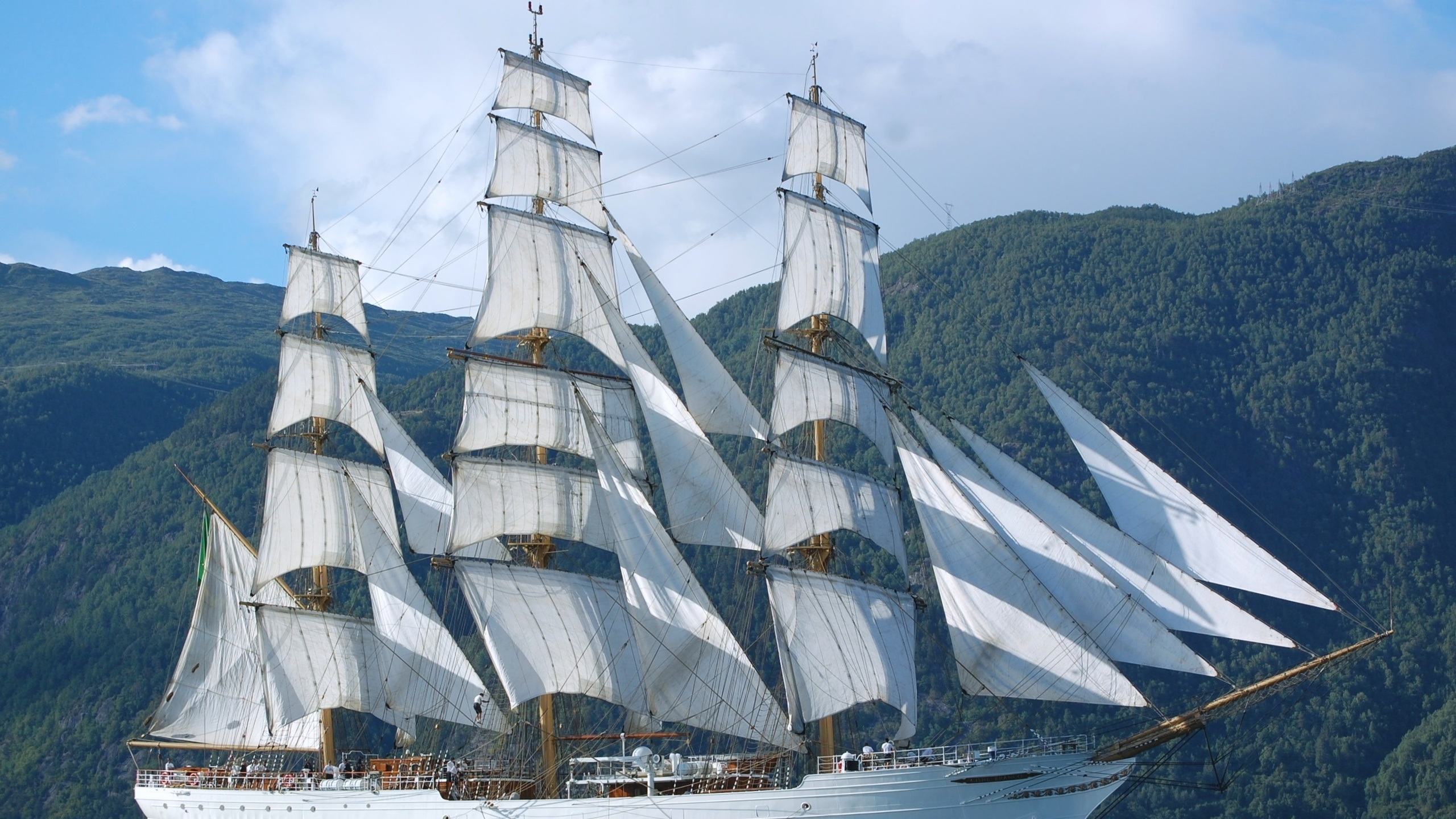 Море белые корабли фото на рабочий стол