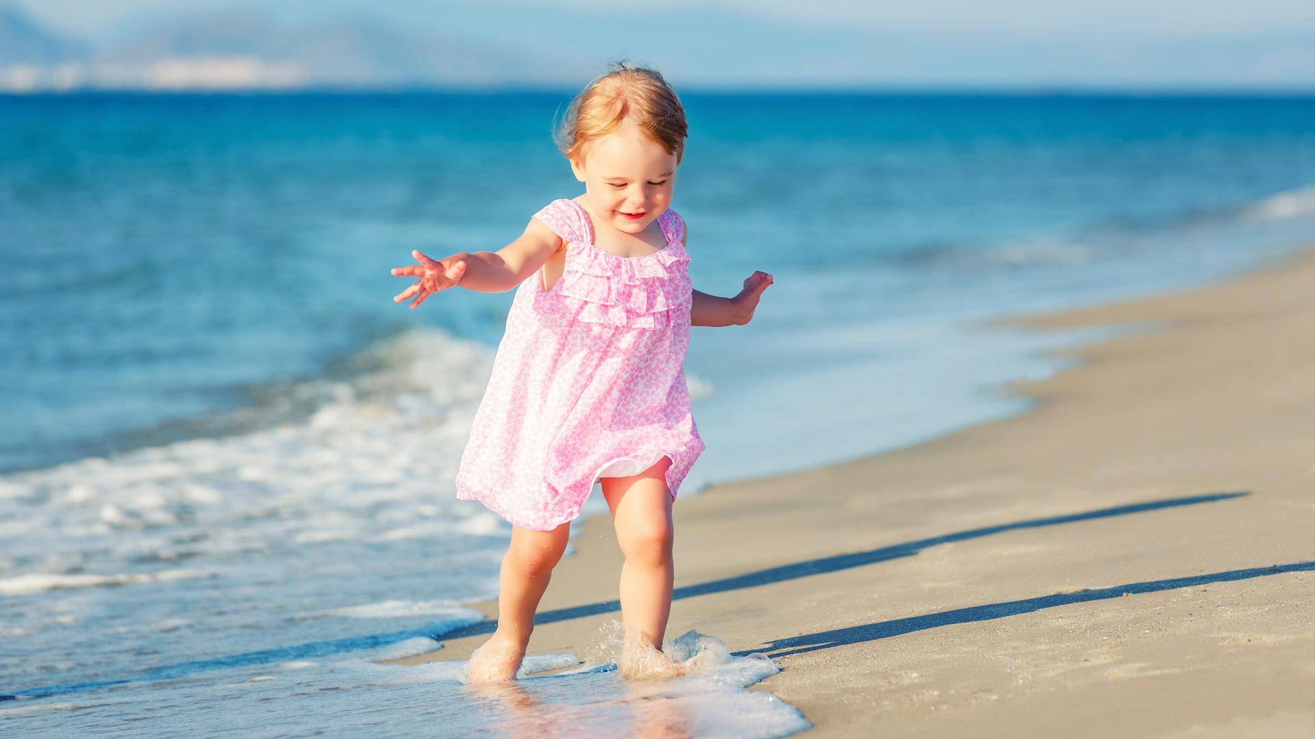 санитарных малыш на море фото шаблон девушкой парнем