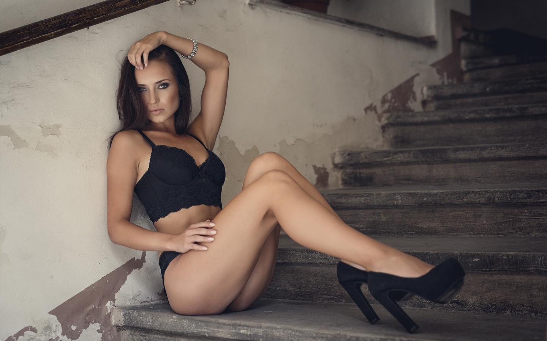 Трахнул на ступеньках, Мимолетный секс на лестнице » Порно онлайн в хорошем 1 фотография