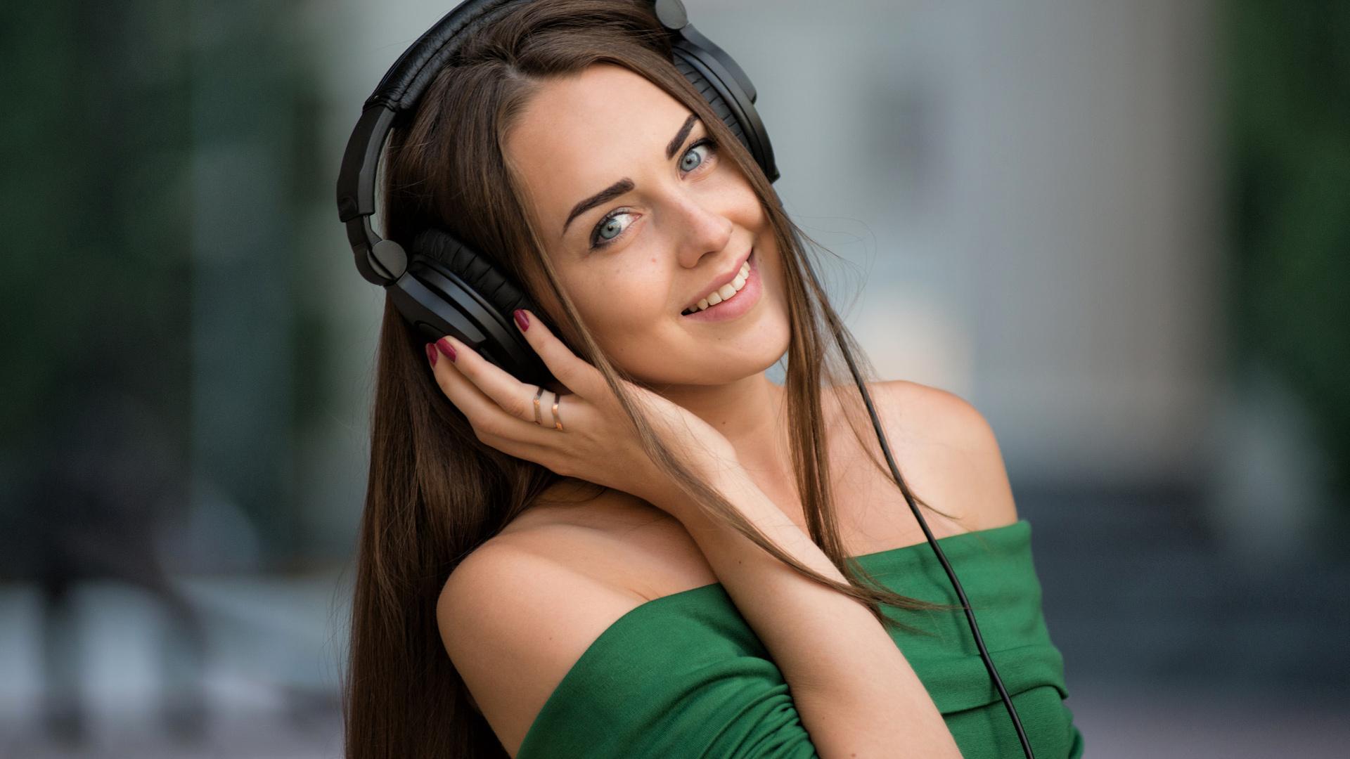 Картинки музыка девушки с наушниками
