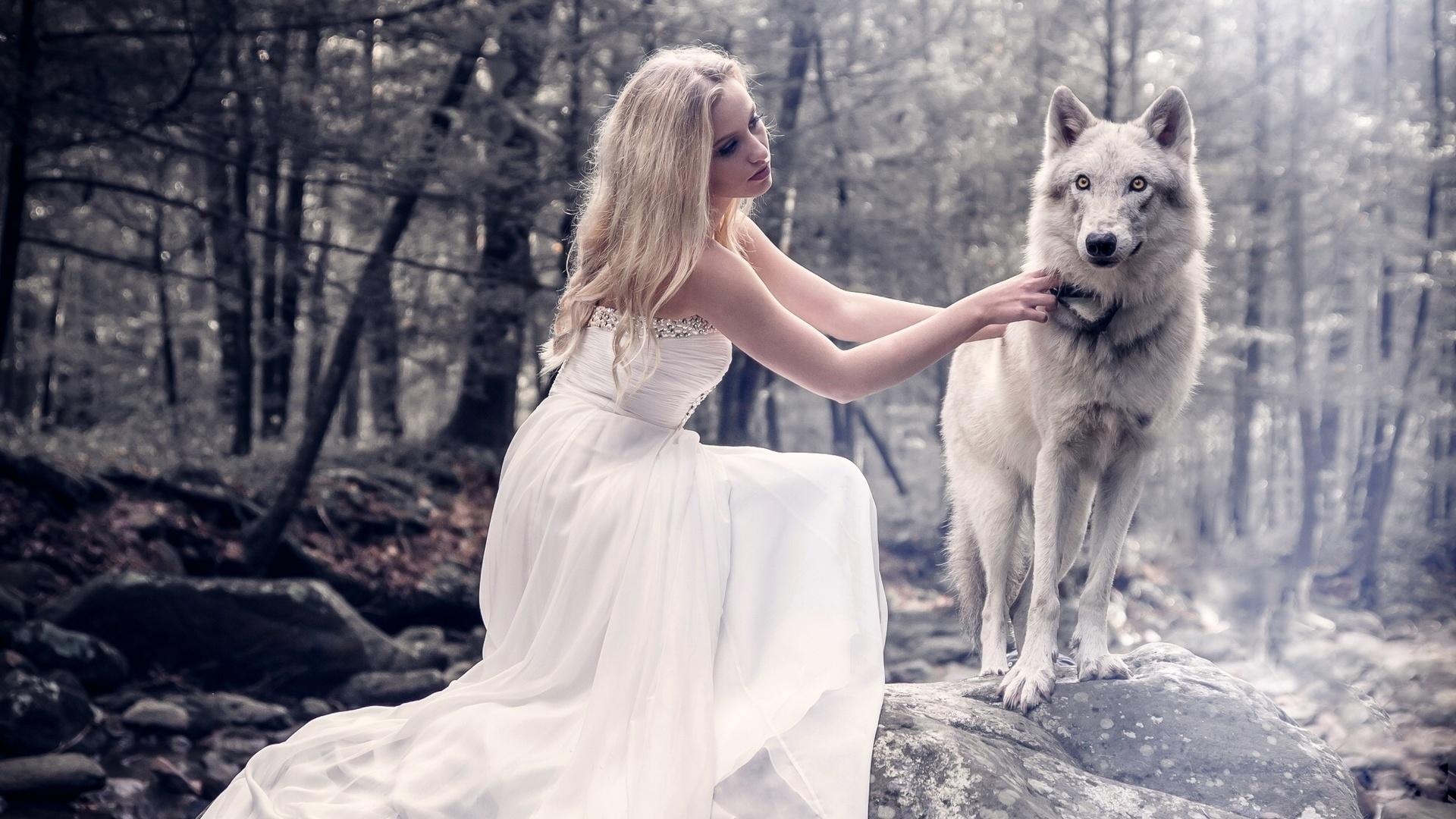 Картинки девушка и волк, изображением зайца