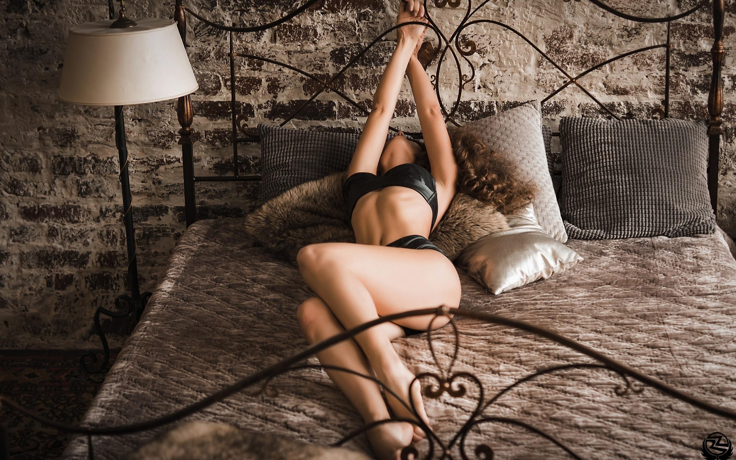 seksualnie-devki-s-naruchnikami-k-posteli-kartinki