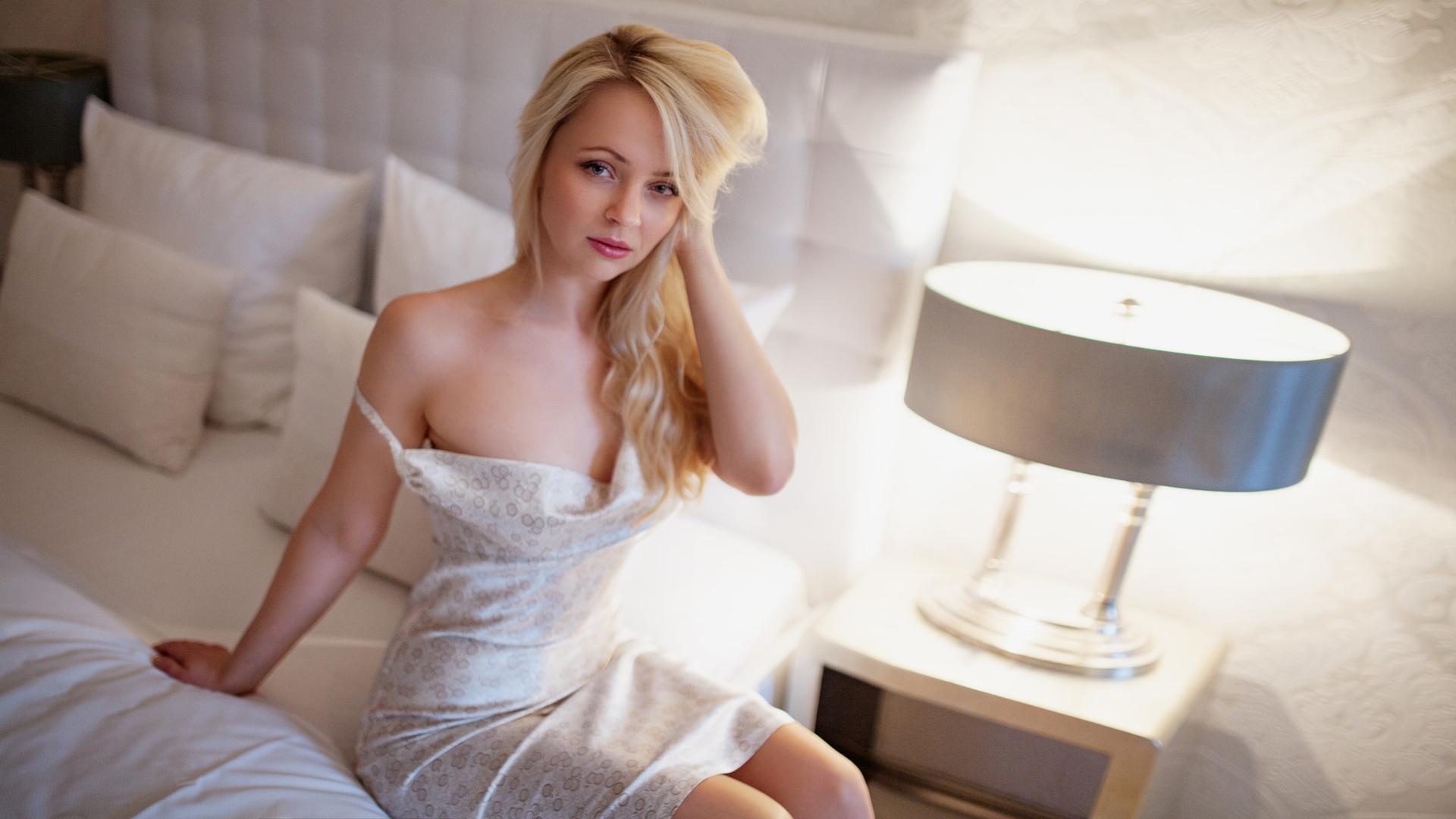 blondinki-v-sorochkah-porno-mamochek-video-zrelih
