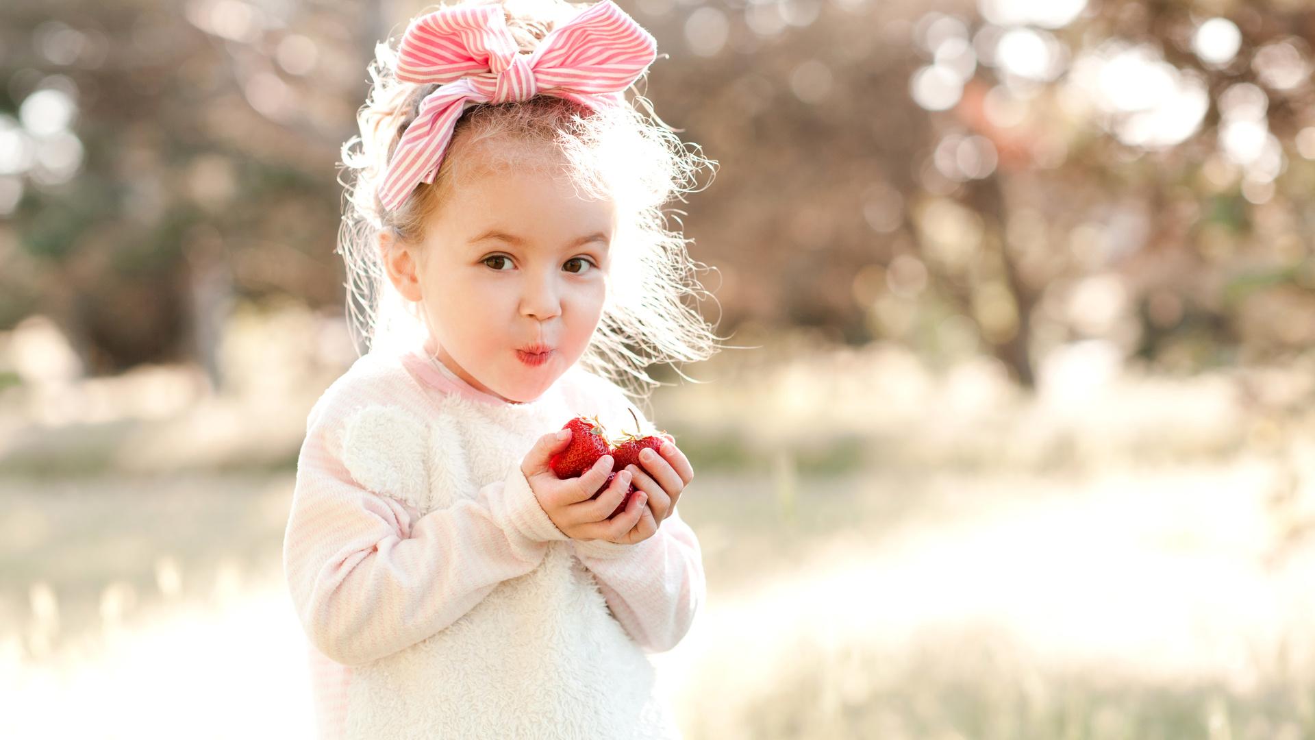 Поздравление рождение, картинка малышка девочка