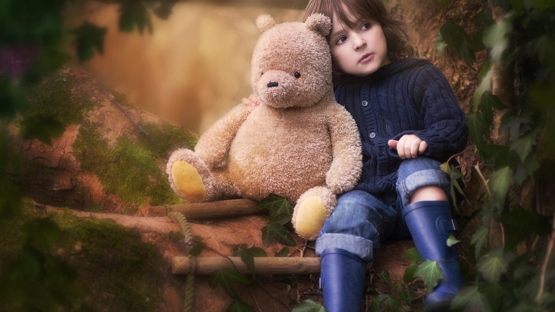 Мальчик с девочкой с игрушками картинки
