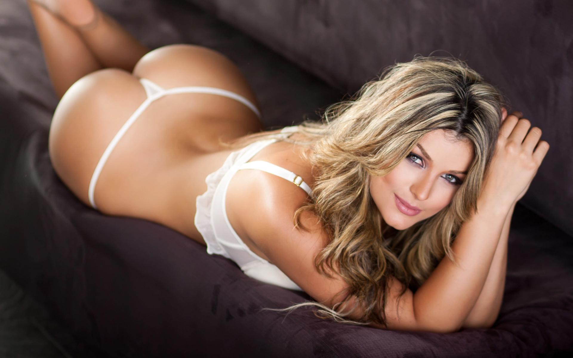 Красивые девушки в стрингах нижнее белье смотреть онлайн