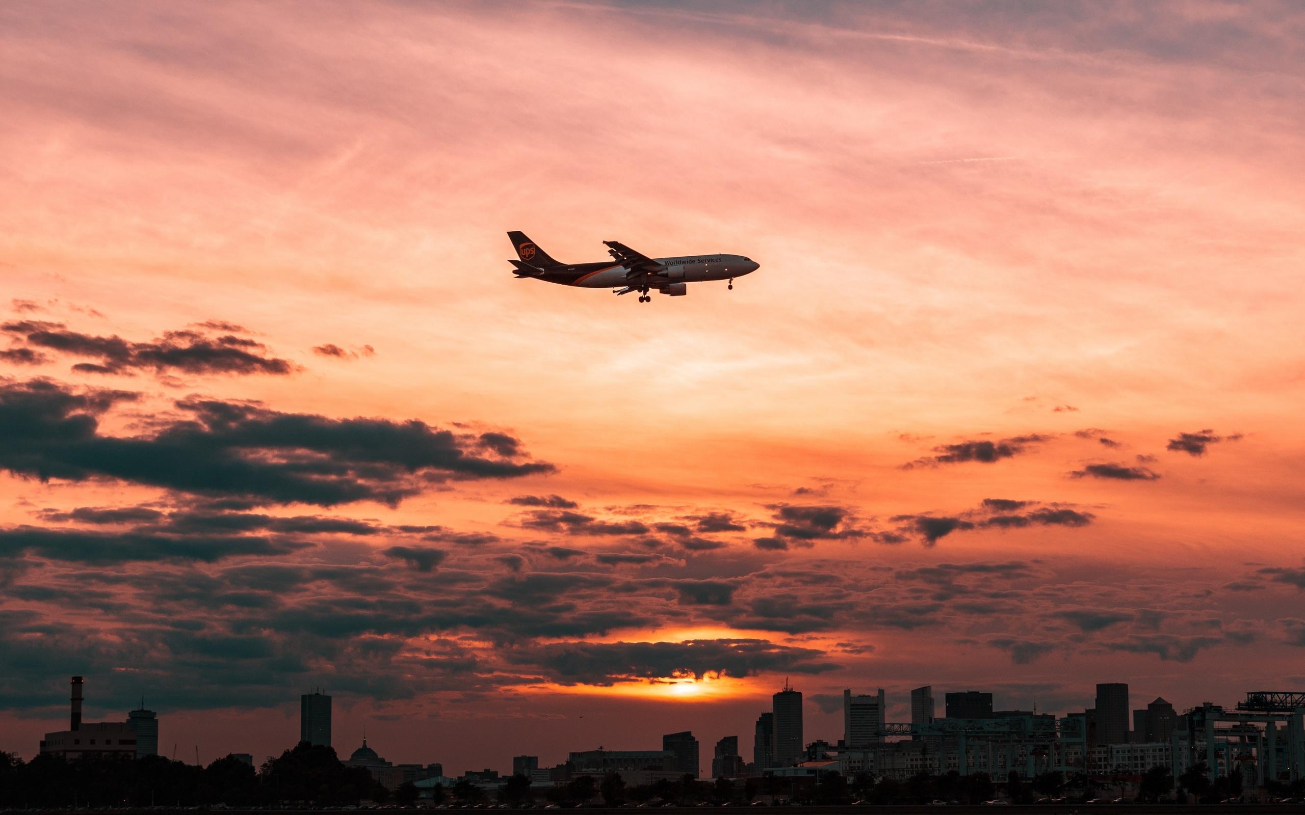 Картинка полет над городом