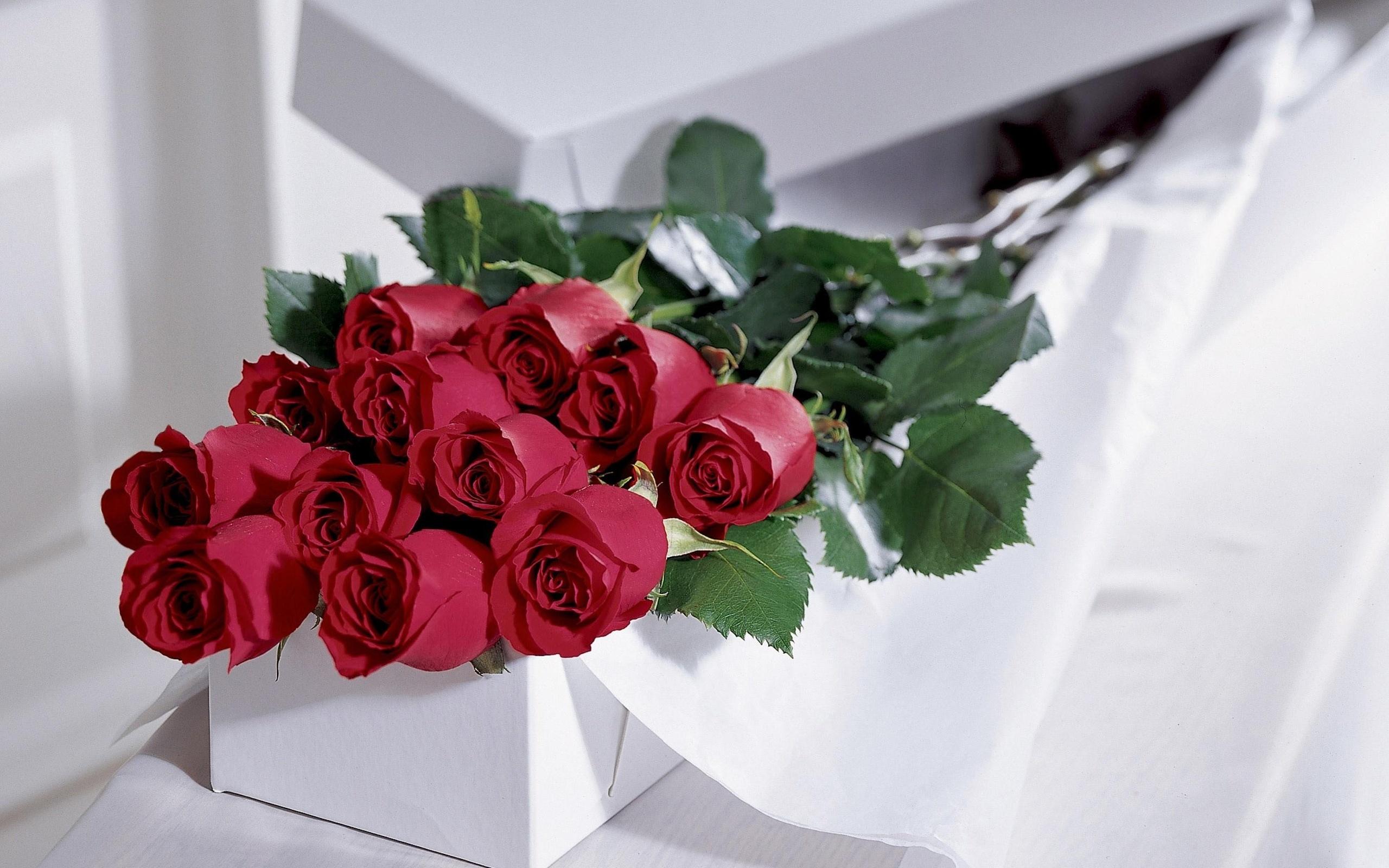 Фото с розами и надписью шикарной женщине, для