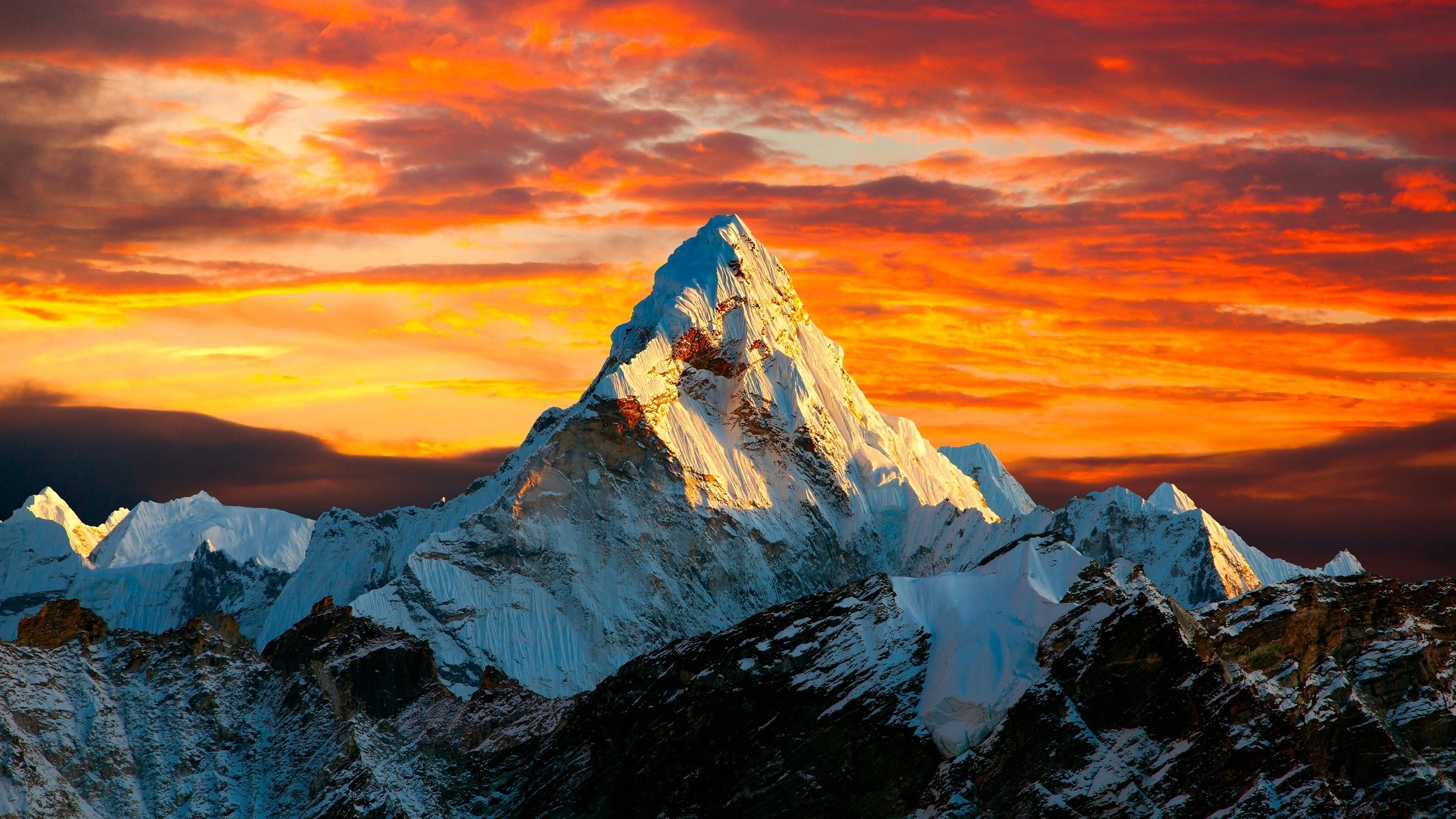рука палитра гора эверест картинка на обои учениц