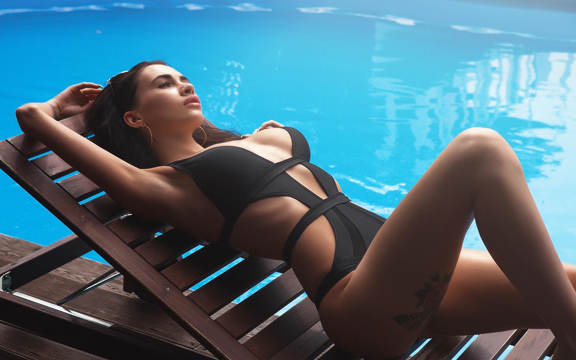 прикольных фото на лежаке у бассейна желательно потренироваться