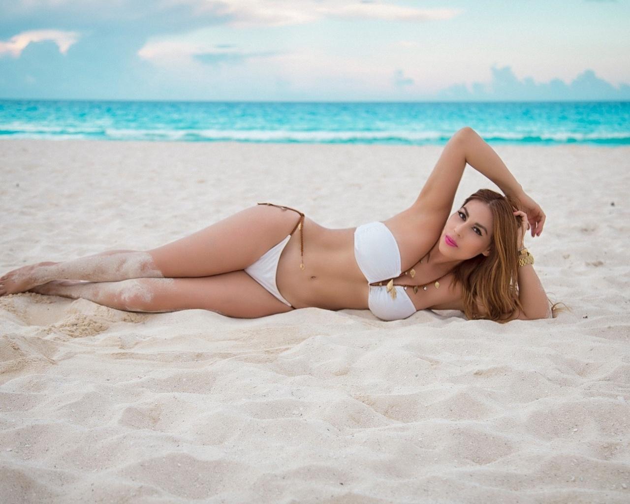 Картинка девчонки на пляже