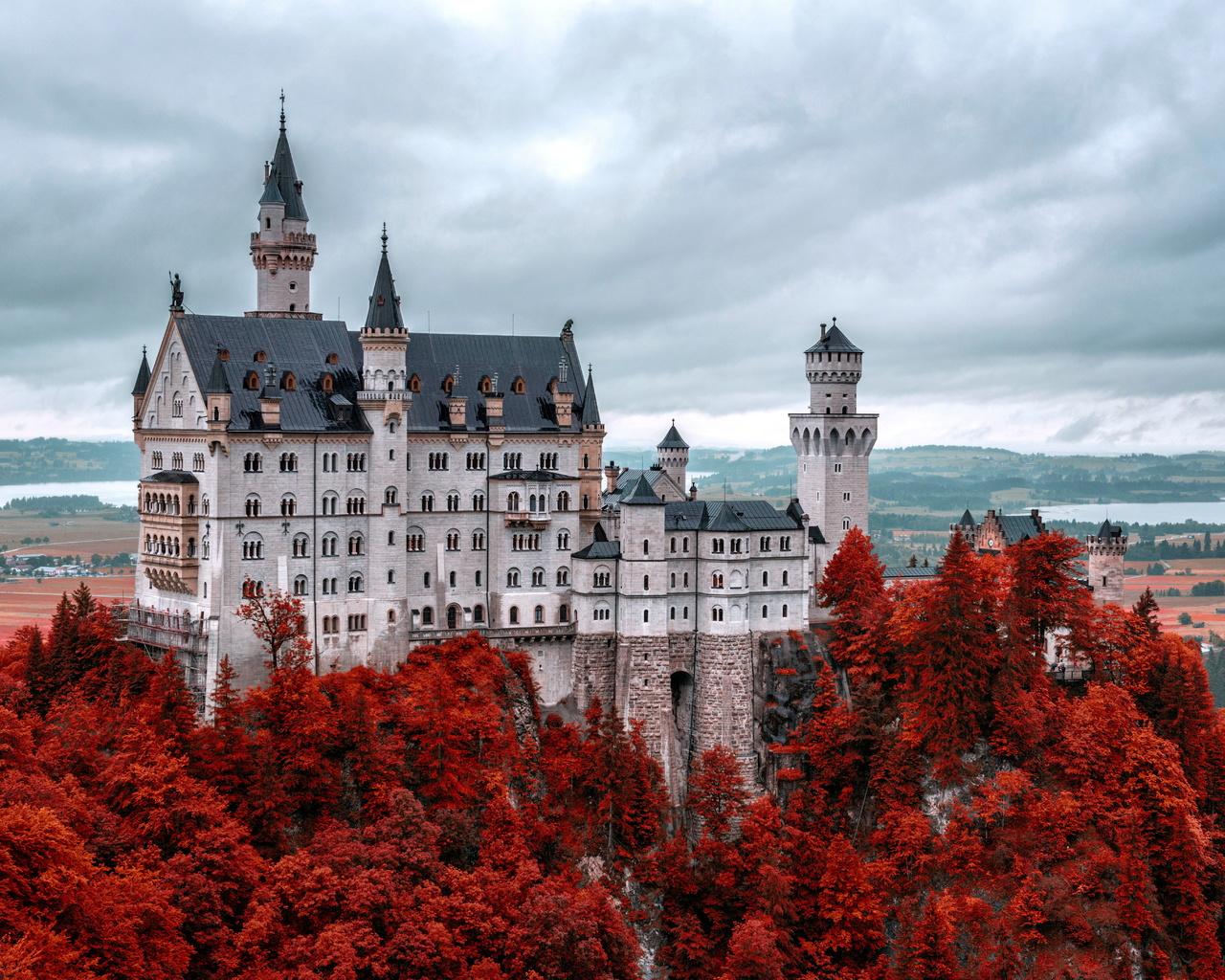 картинки крупных замков кто