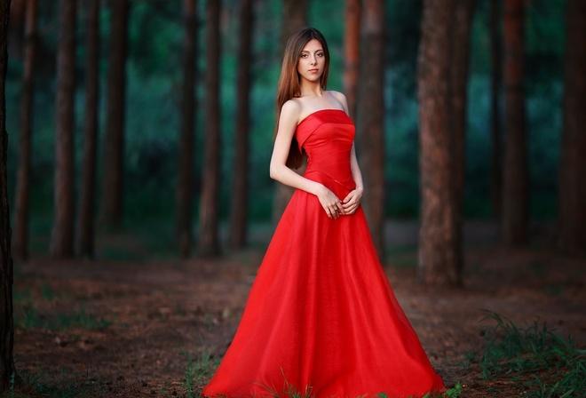 хорошей девушка в красном платье час возвращается