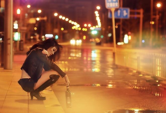 брюнетка шла по улице ее позвал парень домой