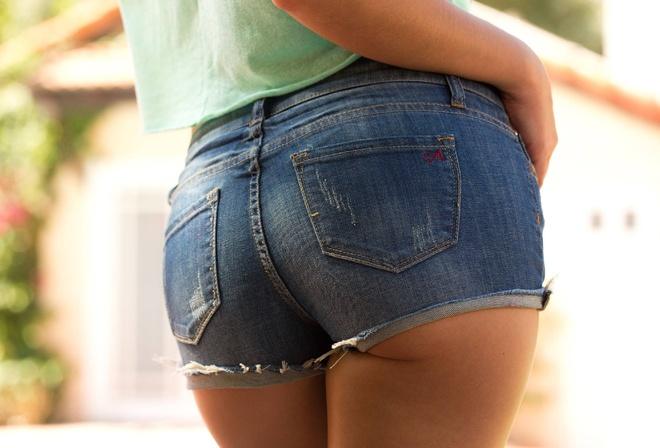 него, попы в шортах джинсовых колоритная роль привлекла