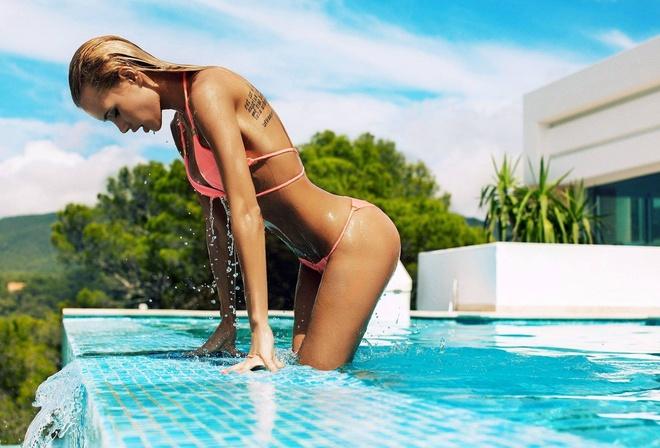 Видео девушки разное бассейне в