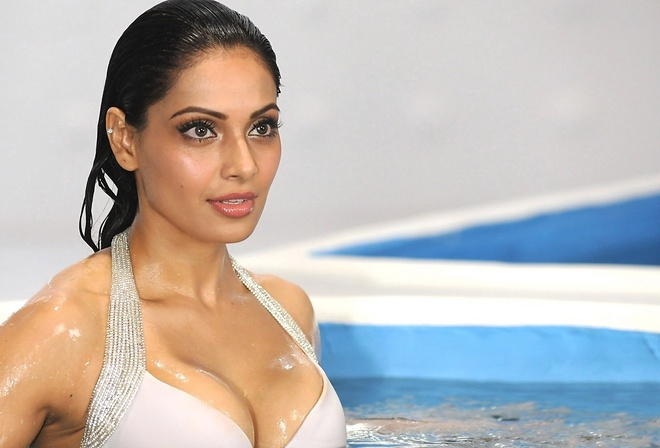 Bipasha Basu, girl, девушка, brunette, actress, smile, figure, sexy, актриса, celebrity, bollywood, pose, cute, индийский, beauty, model, indian, красавица, beautiful