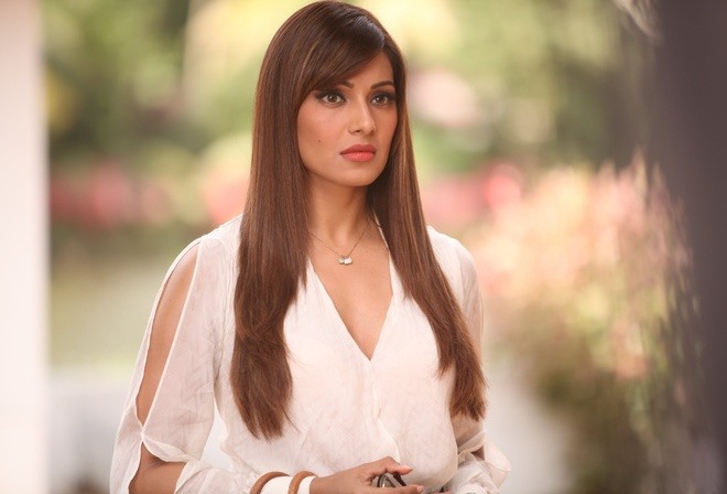 Bipasha Basu, girl, девушка, brunette, actress, актриса, celebrity, bollywood, pose, cute, индийский, beauty, model, indian, красавица, beautiful, film, cinema, women, Indian film, Alone