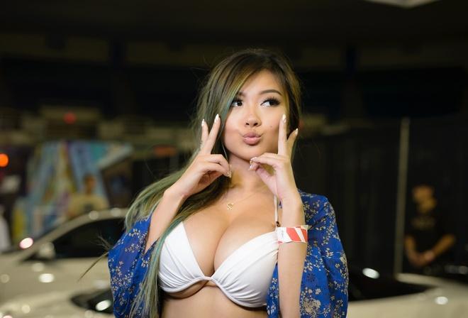 Nude beach babe handjobs