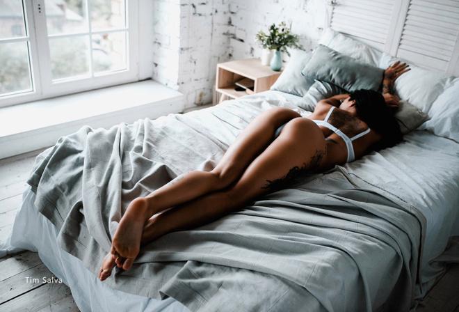 Women Ass Pillow Window Arched Back Bottom Up Tanned Tattoo Lying Dvdtrailertube 1