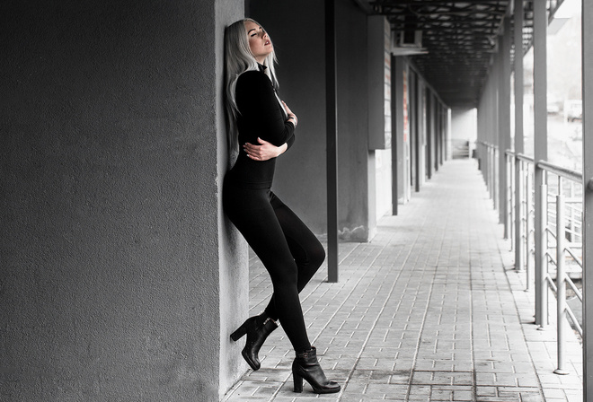 women, high heels, black clothing, selective coloring, arms crossed, closed eyes, white hair