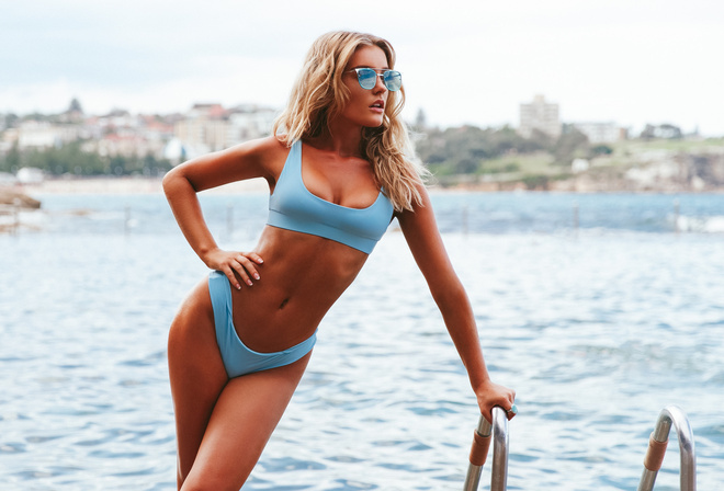 women, blonde, tanned, bikini, sunglasses, blue bikinis, women outdoors, depth of field, sea, looking away