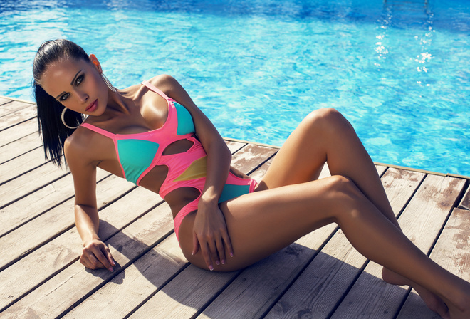 pose, sexy, figure, slim, hairstyle, makeup, Board, swimsuit, water, brunette, earrings, the sun, pool