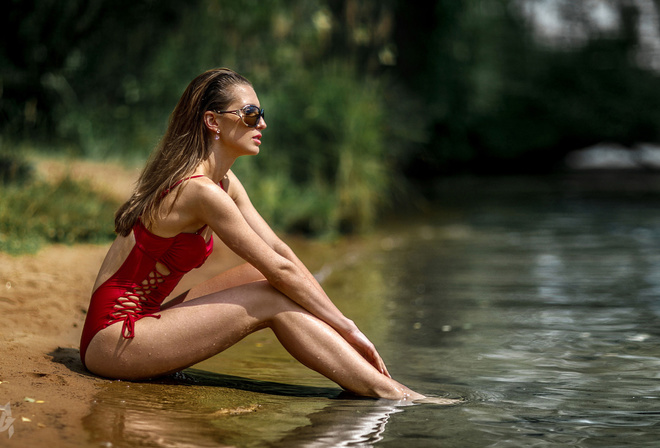 women, Mihail Gerasimov, river, water drops, sitting, sunglasses, women outdoors, one-piece swimsuit