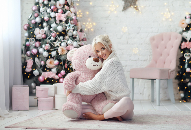 women, Katerina Shiriaeva, hairbun, Dmitry Arhar, Christmas Tree, smiling, teddy bears, chair, presents, on the floor, white sweater, brunette, Christmas, women indoors