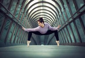 Обои гимнастика, девушка, бассейн, тема, креатив, спорт