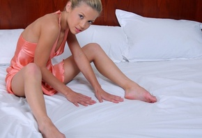 Blond, girl, on, bed