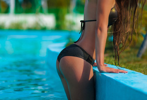 Anzhelika Jaritonova, vwomen, ass, tanned, depth of field, swimming pool, black bikinis, water drops, wet body, wet hair