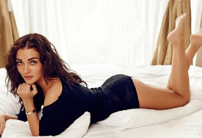 butt, legs, girl, eyes, brunette, девушка, actress, smile, Amy Jackson, pretty, hair, figure, sexy, актриса, celebrity, bollywood, pose, beauty, cute, model, красавица, lips, beautiful