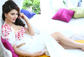 Urvashi Rautela, legs, face, girl, eyes, brunette, девушка, actress, smile, pretty, hair, figure, sexy, актриса, celebrity, bollywood, pose, beauty, cute, индийский, model, indian, красавица, lips, beautiful