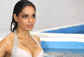 Bipasha Basu, girl, девушка, brunette, actress, smile, figure, sexy, актрис ...