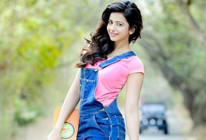 rakul preet singh, backless, girl, eyes, brunette, девушка, actress, smile, pretty, hair, figure, sexy, актриса, celebrity, bollywood, pose, beauty, cute, индийский, model, indian, красавица, lips, beautiful