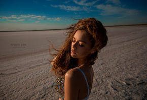 women, Alina Zaslavskaya, portrait, sand, Grigoriy Lifin, women outdoors, closed eyes, tanned