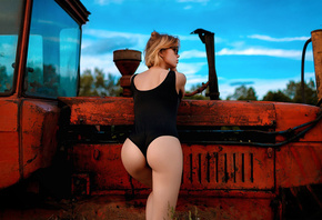 women, blonde, monokinis, ass, back, women with glasses, looking away, brunette, tractors