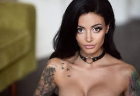 women, tanned, face, tattoo, depth of field, choker, boobs, portrait, couch