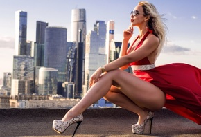 women, blonde, ass, sunglasses, high heels, red dress, tanned, squatting, red lipstick, cityscape, women outdoors