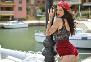 women, tattoo, ass, short shorts, red lipstick, depth of field, boat, women outdoors, portrait