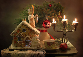 holiday, new year, christmas, table, napkin, gingerbread, house, vase, branches, spruce, cup, candlestick, candles, toys