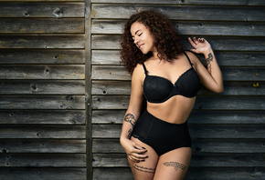 women, curly hair, tanned, tattoo, black lingerie, smiling, wood, painted nails, portrait