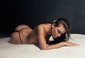 pose, lies, Nude, sexy, figure, on the bed, hairstyle, makeup, brunette, pa ...