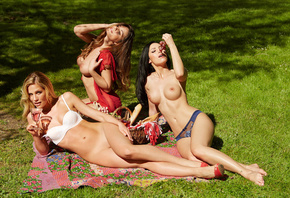 nature, wine, Nude, Laura Kaiser, lawn, Sissi Fahrenschon, the sun, grapes, ...