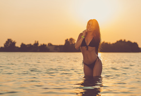 women, tanned, Roma Chernotitckiy, sea, belly, sunset, black bikinis, wet hair, depth of field