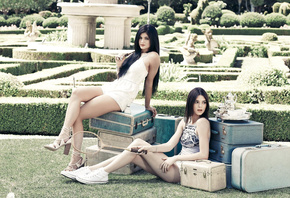 Kylie, Kendall Jenner PacSun, Holiday