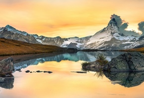 autumn, the sky, clouds, snow, mountains, lake, reflection, stones, rocks, shore, yellow, pond, water surface, stones, snowy peaks